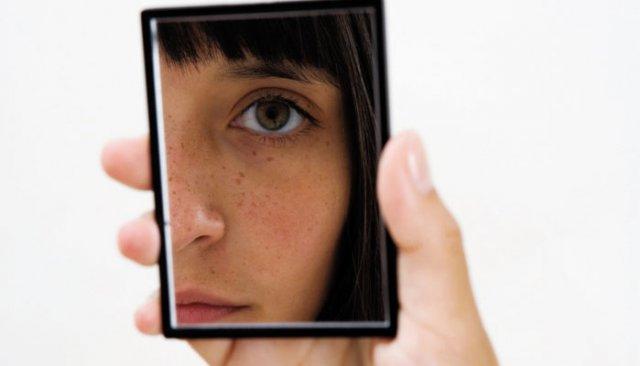 girl-looking-in-mirror